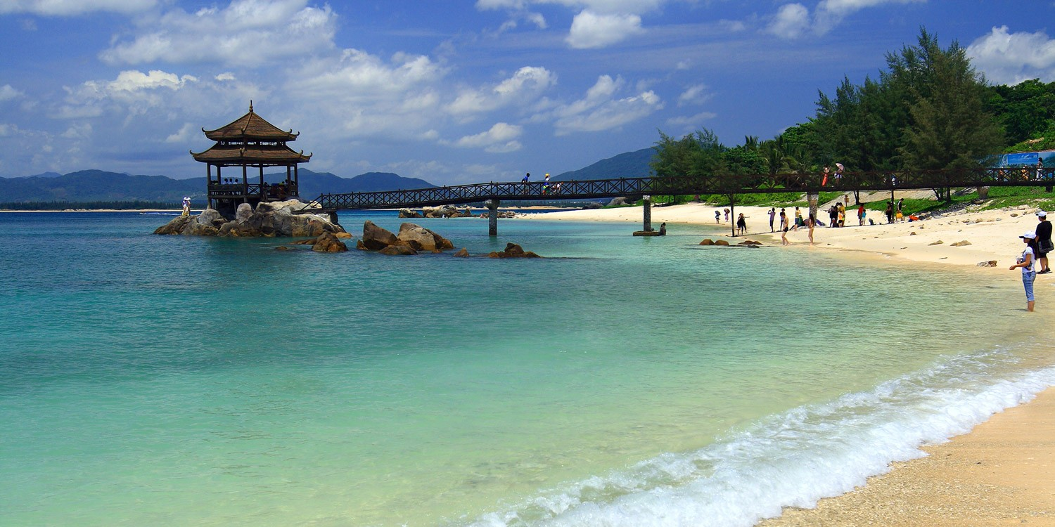A VISITORS' GUIDE TO SANYA