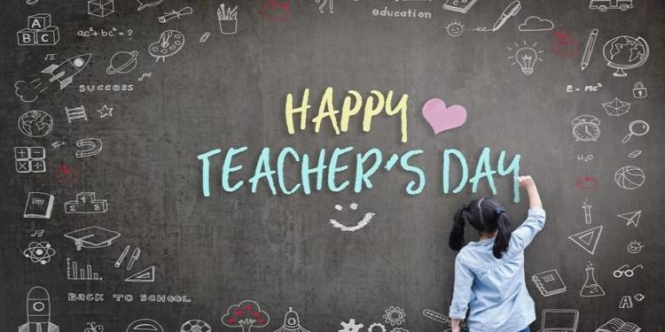Как поздравить с Днем Учителя по-английски?