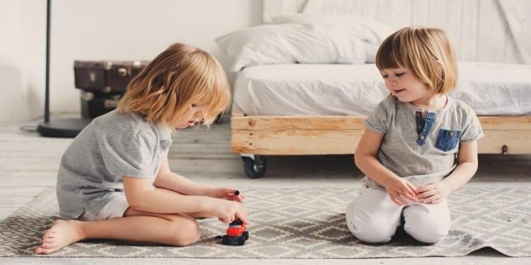 Стоит ли заставлять ребенка делиться своими вещами?