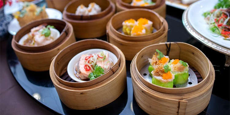 CHINESE EATING CUSTOMS - 8 TIPS TO SURVIVE DINING IN CHINA