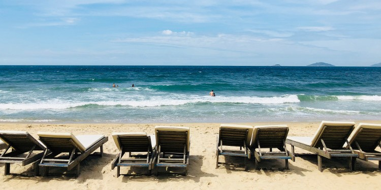 BOOKING VACATIONS: HOW TO TAKE ADVANTAGE OF NATIONAL HOLIDAYS AND YOUR ANNUAL LEAVE